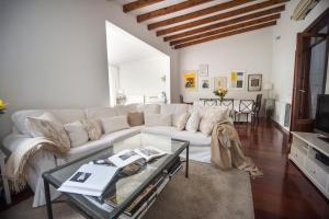 A seating area at Casa en el barrio de Santa Catalina - Palma