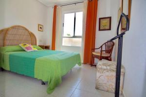 A bed or beds in a room at Apartamento en primera linea en Denia