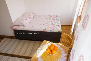A bed or beds in a room at Koidu Apartment