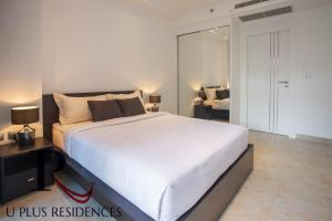 A bed or beds in a room at Uplus Avenue Residence