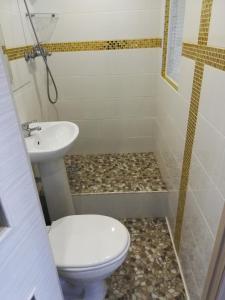 Ванная комната в Kvartira-studiia