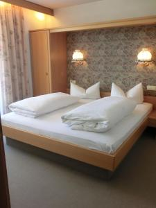 A bed or beds in a room at Residence Alpenrose