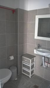A bathroom at Three Harites