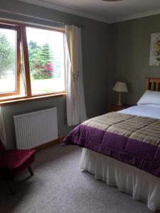 A bed or beds in a room at Brackenbrae Holiday Cottage