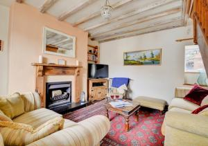 A seating area at Jentrea Cottage