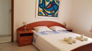 A bed or beds in a room at Apartments Damjanic Jerko