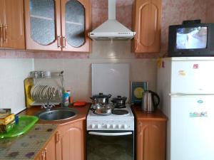 Кухня или мини-кухня в Apartment in Gribanowski