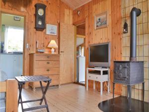 Et tv og/eller underholdning på One-Bedroom Holiday Home in Jagerspris