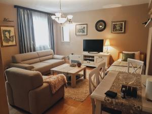 A seating area at Aquarius Apartments