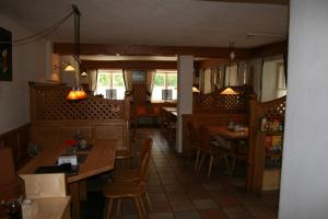 A restaurant or other place to eat at Gasthof Grieswirt