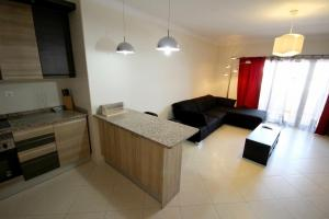 Kuhinja oz. manjša kuhinja v nastanitvi T2 Quintao