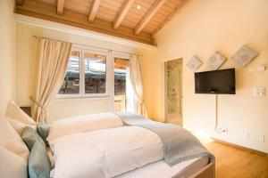 A bed or beds in a room at Chalet Sunshine