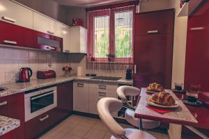 A kitchen or kitchenette at Apartman on Gellért Hill