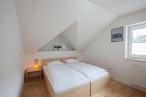 A bed or beds in a room at Luxury apartment Karolina