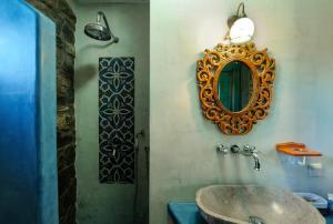 A bathroom at Ta Petrina