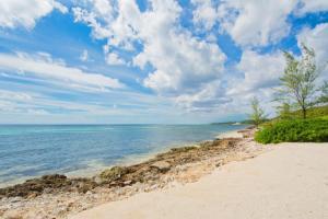 Moon Bay by Cayman Villas