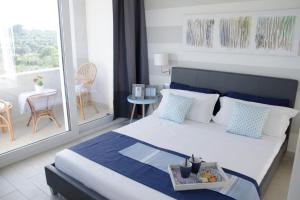 A bed or beds in a room at LURA Your Experience in Sicily