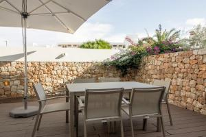 A restaurant or other place to eat at Apartaments B-Llobet Sun & Confort