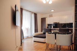 Кухня или мини-кухня в Central Park Apartments Prague3