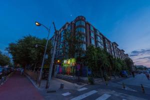 Beijing RJ Brown City Center Hotel