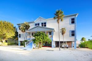Sir Turtle Villa by Cayman Villas