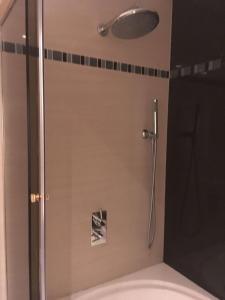 A bathroom at Edificio Clever