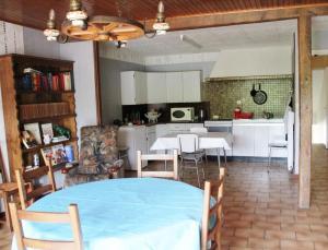 Kuchnia lub aneks kuchenny w obiekcie Sauvage