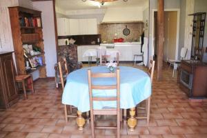 Restauracja lub miejsce do jedzenia w obiekcie Sauvage