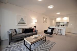 Brilliant Belise 2 Bed / 2 Bath / 1 Car Apartment