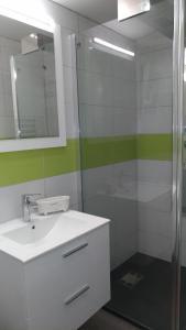 Salle de bains dans l'établissement Le Bananier