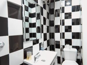 A bathroom at Apartment Az 1º Ext Centro Derecha