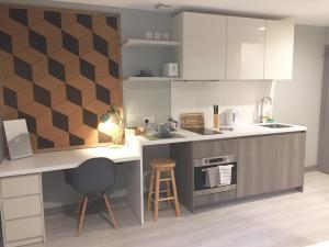 A kitchen or kitchenette at The Walls - Modern Studio Apartments