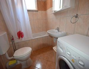A bathroom at Apartments Horvat