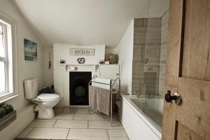 A bathroom at River Exe Apartment