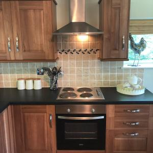A kitchen or kitchenette at The Foretop