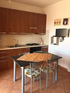 A kitchen or kitchenette at Appartamenti Barrabisa