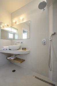 A bathroom at Antony Suites (Adults Only)