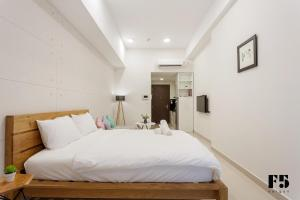 A bed or beds in a room at F5 Saigon
