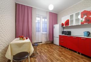 Кухня или мини-кухня в Апартаменты на К. Маркса