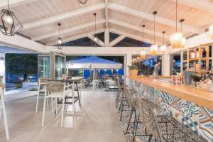 Un restaurant sau alt loc unde se poate mânca la Akti Belvedere Color & Essence