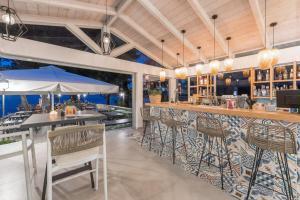 Zona de lounge sau bar la Akti Belvedere Color & Essence
