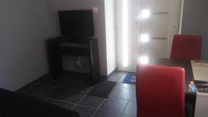 Télévision ou salle de divertissement dans l'établissement Gîte Picarrou