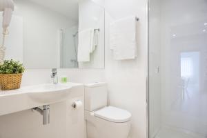 Koupelna v ubytování BcnStop Sagrada Familia