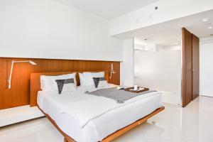 A bed or beds in a room at OB Suites Brickell Miami