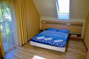 A bed or beds in a room at Pucka Bryza Holiday Home