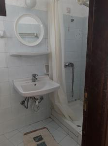 Bagno di Stalis Bay Apartments