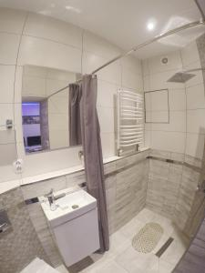 A bathroom at Apartament Kamienica