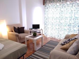 A seating area at Apartamento Gago Coutinho