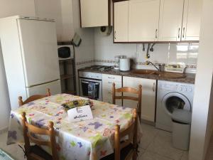 A kitchen or kitchenette at Apartamento Margarida