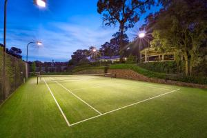 Tennis and/or squash facilities at Lakeside Holiday Resort , Yarra Valley or nearby